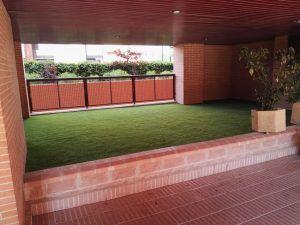 cesped artificial jardineras 2 300x225 - Donde comprar césped artificial