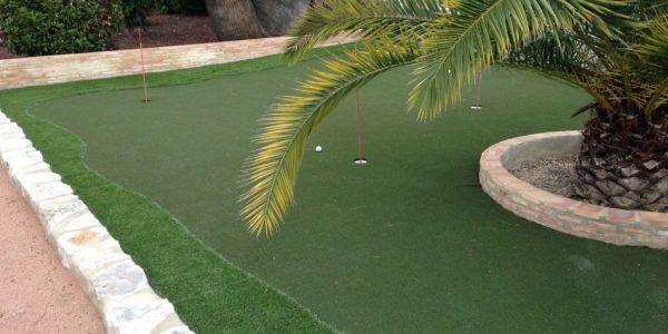 cesped artificial mini golf 600x300 - Donde comprar césped artificial