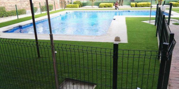 cesped artificial zonas comunes piscinas 600x300 - Donde comprar césped artificial